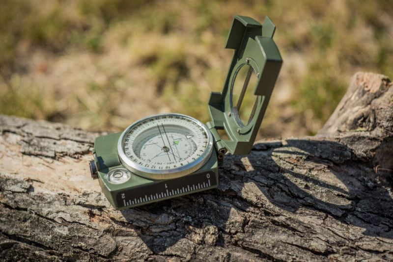 Kompas ARMY - olivový